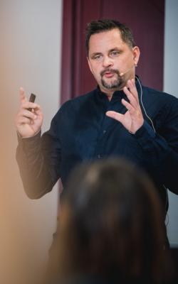 Rene Büttner Vortrag Videomarketing Digitale Sichtbarkeit in Berlin